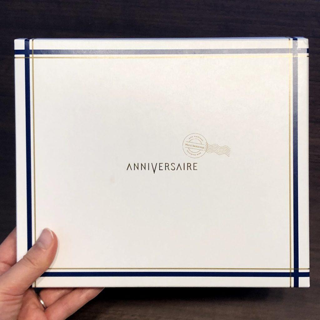 アニヴェルセルのカタログのパッケージ