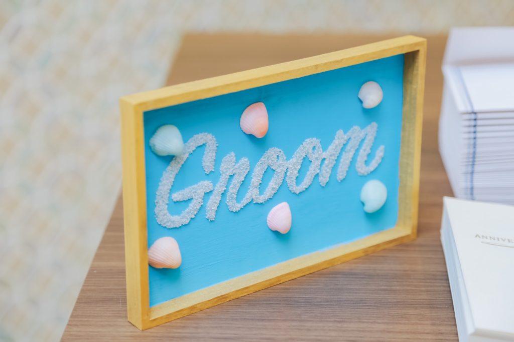 Groomと書かれた新郎側の案内板